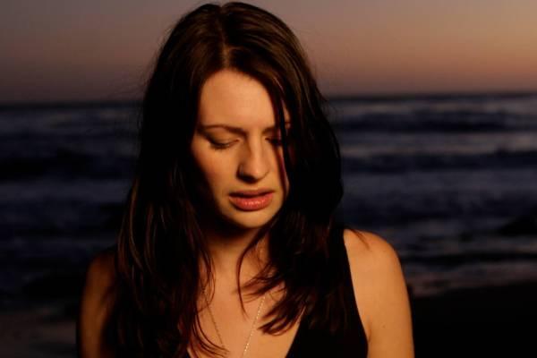 Amy Belle Biography - Scottish Singer